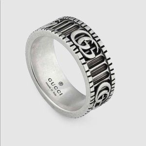Gucci ring Style 551899 J8400 0811